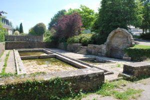 Photo fontaine st guigner et lavoir du Tanin2