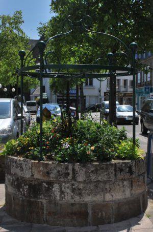 puits de la place du Marché / Puñs ar Paver